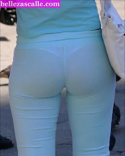 mujer madura transparentando ropa interior