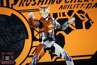 S.H. Figuarts Kamen Rider Valkyrie Rushing Cheetah 15