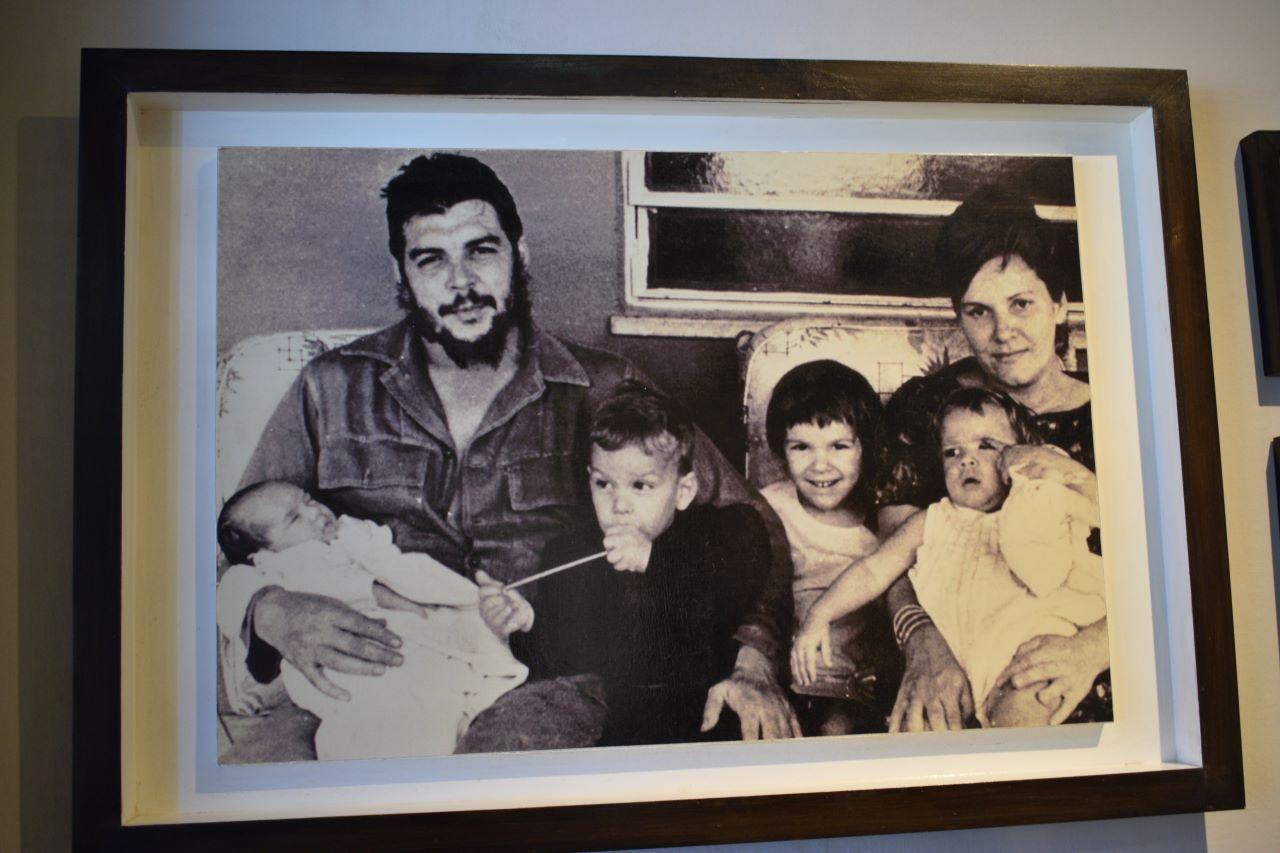 foto antiga de che guevarra com a familia