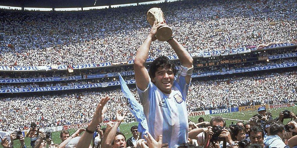 Legenda sepak bola Diego Maradona Tutup Usia