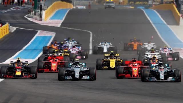 Còn với những du khách ưa thích giải đua xe F1 hấp dẫn nhất thế giới, Giải đua xe ''Formula 1 Singapore Airlines Singapore Grand Prix'' chắc chắn sẽ được thỏa mãn với những màn so tài tốc độ kịch tính qua 23 góc cua đầy cam go, tại Đường đua Marina Bay Street, từ ngày 20 - 22.9.