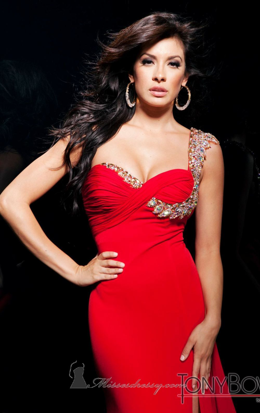 Kırmızı elbise giyerken dikkat edilmesi gerekenler nelerdir