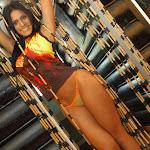 Andrea Rincon, Selena Spice Galeria 36 : Shakiras, Camiseta Negra Con Amarillo y Rojo, Tanga Amarilla y Naranja Foto 41
