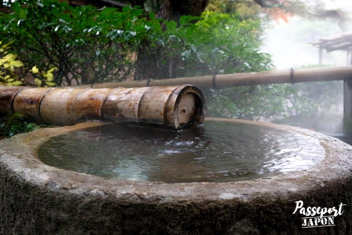 Fontaine de pierre et de bambou, Bôzu Jigoku, Beppu, Oita