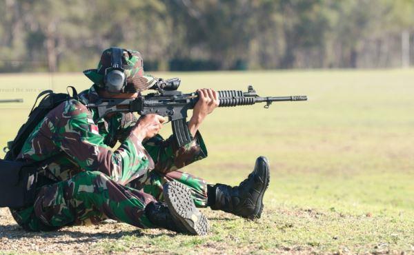 TNI Menembak