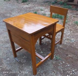 Meja sekolah kayu di tegal