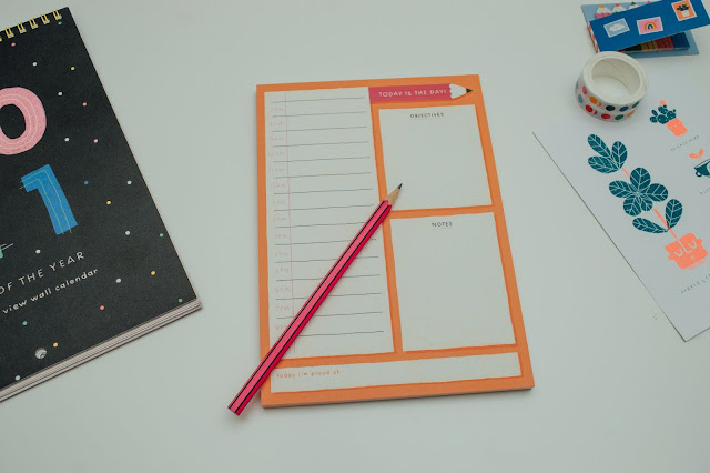 To-do list pad and pink pencil