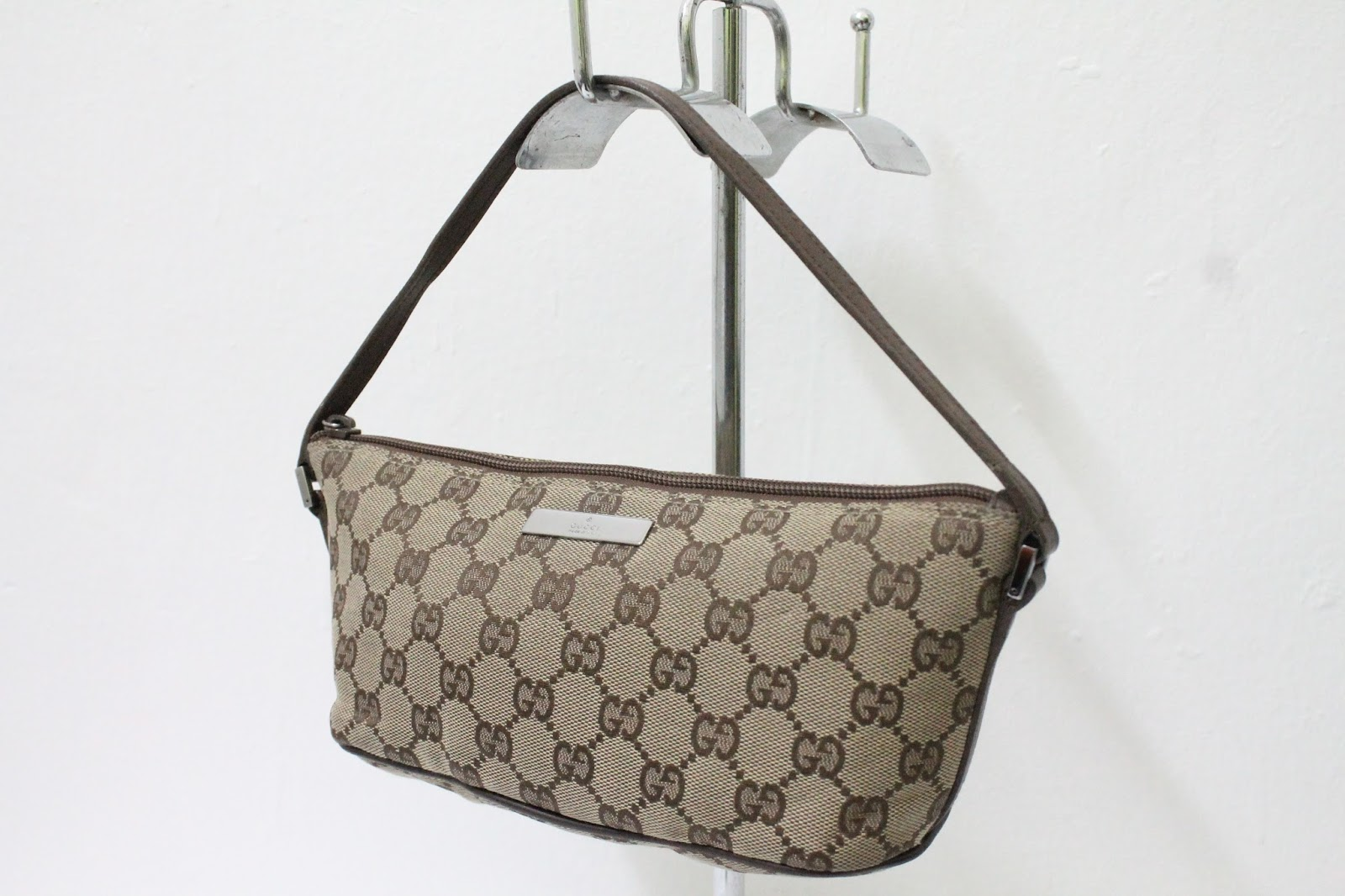 114f97c2c7d8 BUNDLEBARANGBAEK: Authentic GUCCI Tote Bag. Gucci - Gucci Original GG  Canvas Medium Messenger Bag - 233052 F4F5R 9791 ...