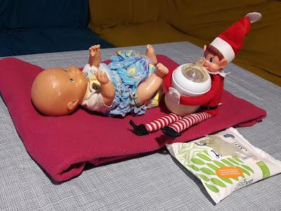changer bébé poupon elf on the shelf lutin noel betise