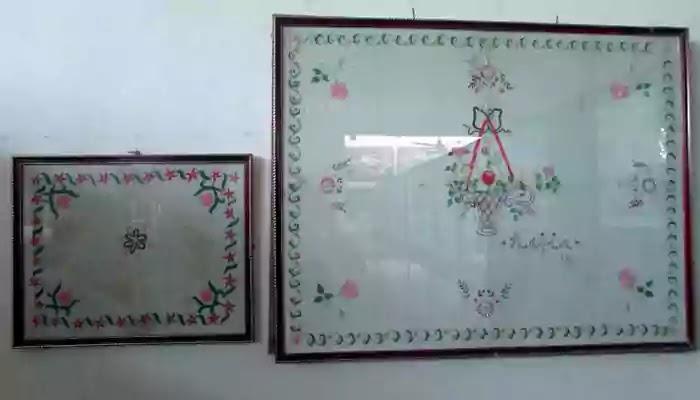 মহাত্মা গান্ধীর নানা ধরনের কাজকর্মের ছবিসহ ঝুলানো রয়েছে