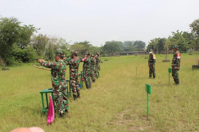 KodimKaranganyar – Mayor Inf Afrisal Rahman Tinjau Latihan Menembak Kodim 0727 Karanganyar