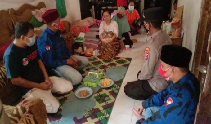 Kapolsek Cisoka Salurkan Bantuan Kekeluarga Almarhum DPD Badak Banten dan Warga Desa Munjul yang Isoman