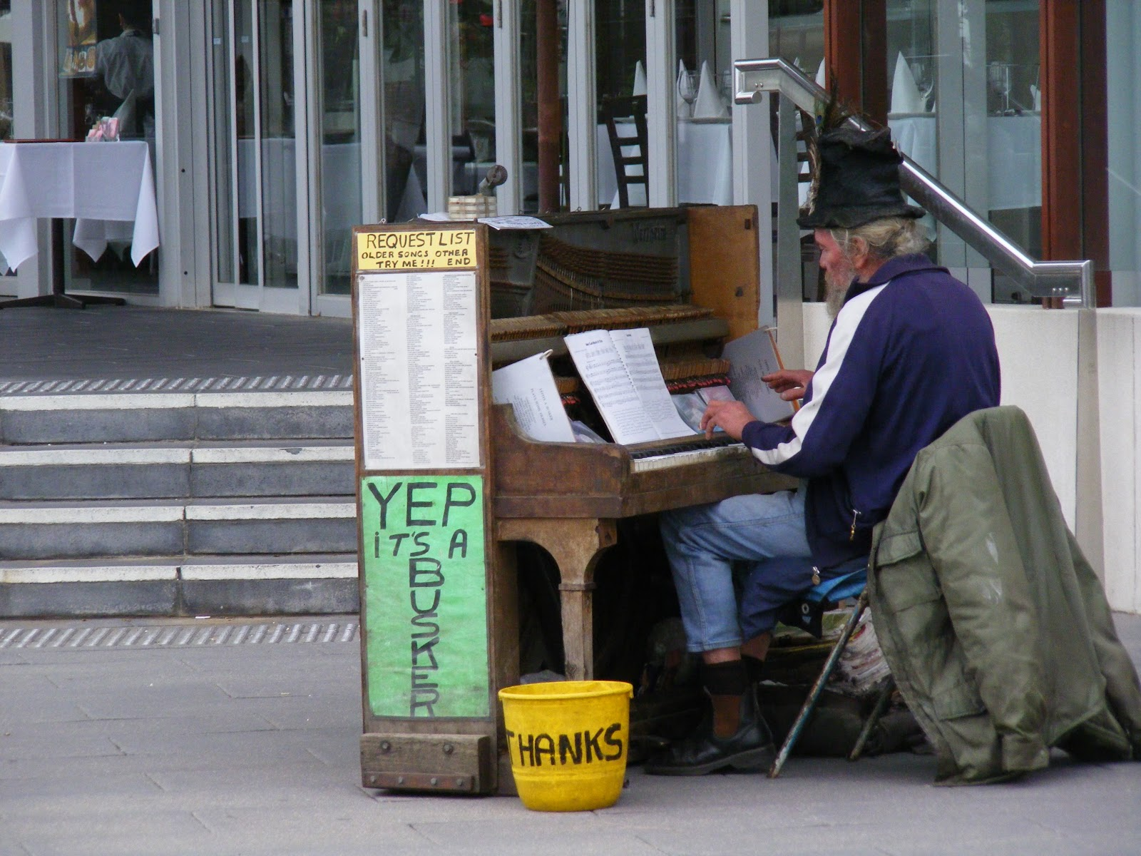 TRENTHAM TALES: Melbourne Buskers on Funky Friday