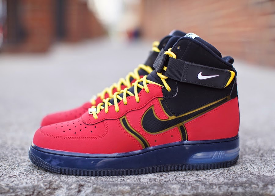 The Nike Air Force 1 High has taken on quite a few updates with a handful  of those being hybrid styles. This new offering blending in the signature  look ... f2e0644398776