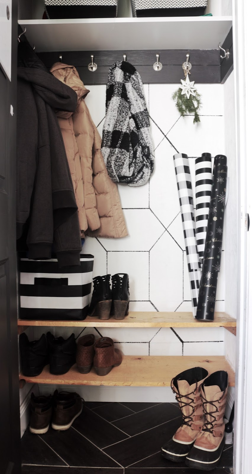 Holiday Home Tour 2017, mudroom | Fwmadebycarli.com