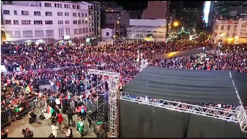 Miles de personas se concentraron en San Francisco desde las 18 horas en el Día de la Democracia / RRSS ALTERNABOL