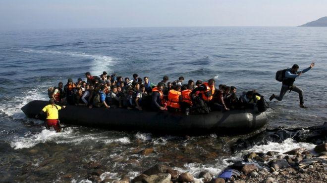 Η εισβολή συνεχίζεται...1.200 παράνομοι  στα νησιά του Βορείου Αιγαίου μέσα σε 6 μέρες