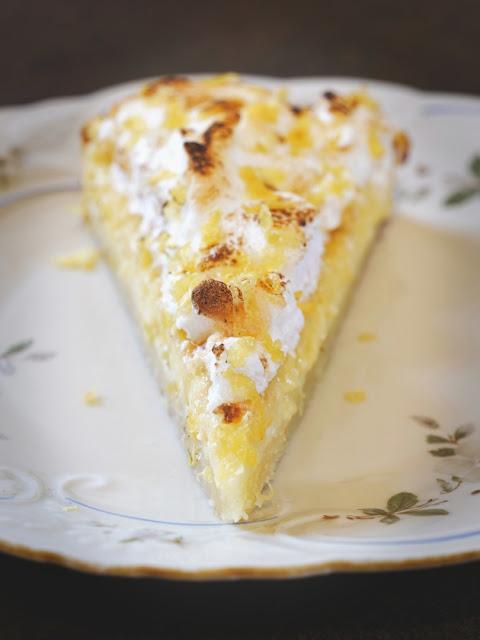 Limoncello-Tarte mit Vanillebaiser.