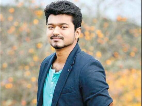 तमिल अभिनेता 'Vijay' ने अपने पिता द्वारा तैयार की गई राजनीतिक पोशाक से दूरी बनाई।