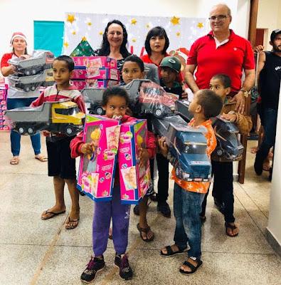 Crianças de Marumbi recebem presentes de Natal