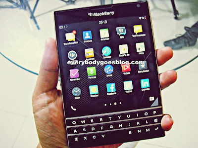 Review blackberry pasport