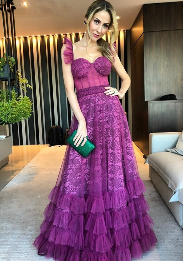 vestido de festa longo violeta de renda