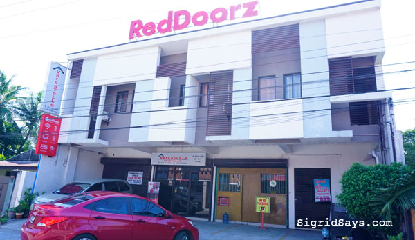 RedDoorz Bacolod East - Bacolod hotels - Bacolod blogger - family travel - Philippine destinations - Bacolod hotels - toiletries - hold and cold shower -homeschooling in Bacolod - parking lot