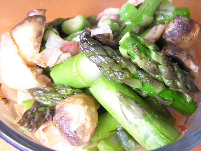 Roasted Asparagus With Mushrooms & Bacon