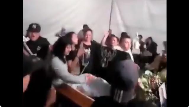 VIDEO.- Con banda y balazos arman Narco funeral en CDMX