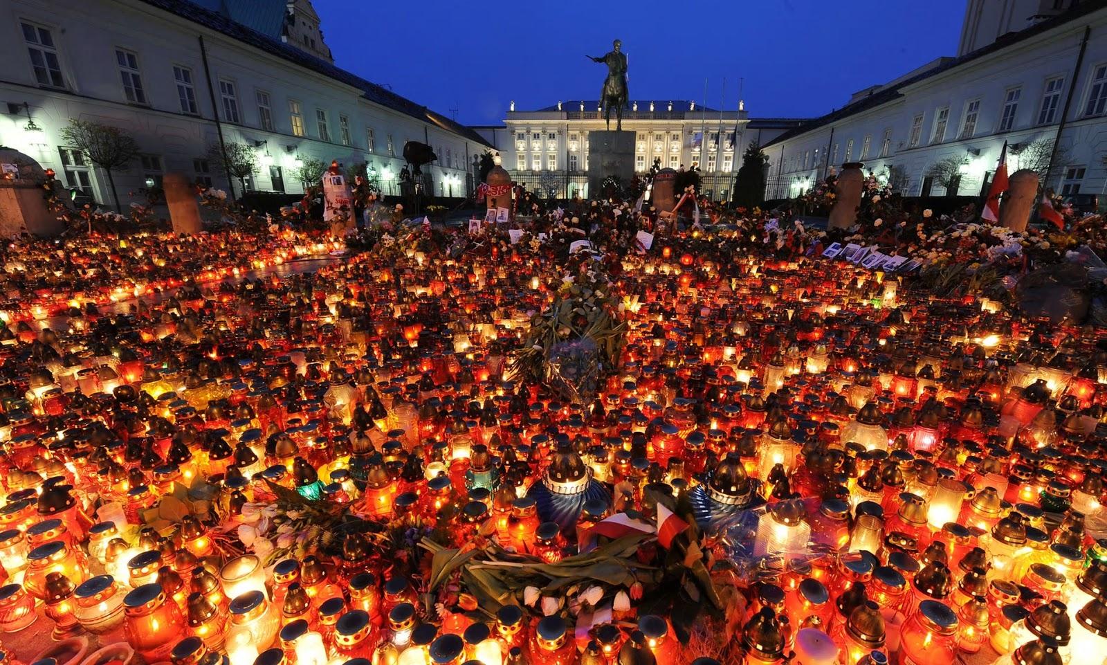 Candles lit in tribute to Lech Kaczyński in 2010