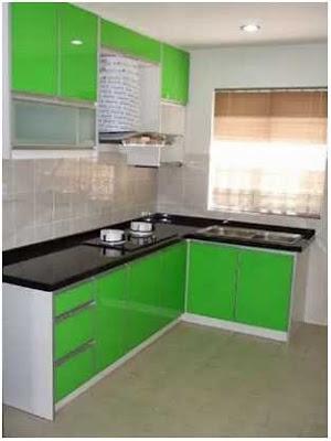 dapur minimalis ukuran 2x2 dengan meja dapur hijau