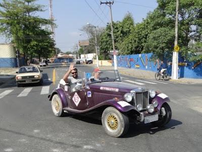 Sim: pelos pneus empoeirados fica evidente que os participantes do rali do CAAT colocam seus antigos para rodar em estradas de terra, também.