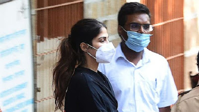 Pacar Bunuh Diri, Ketahuan Pasok Narkoba Artis Bollywood Rhea Chakraborty Ditangkap Polisi