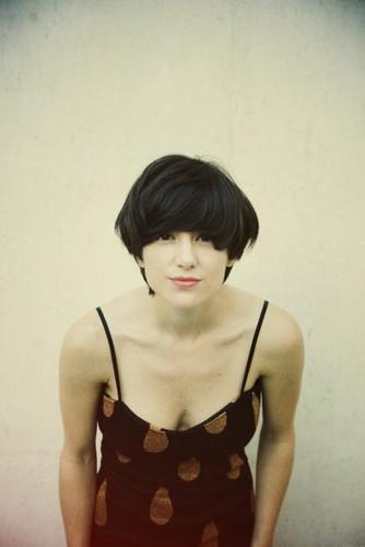 Chica con el pelo corto y tatuajes - 1 part 4