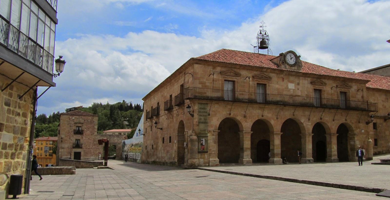 Vista del Castillo desde la Plaza Mayor de Soria_ameiseblog