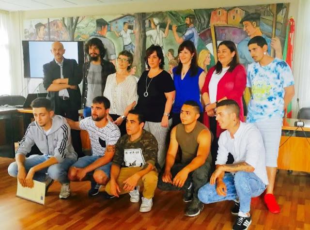 Un grupo de jóvenes desempleados de Abanto zierbena embellecen con arte rincones del municipio
