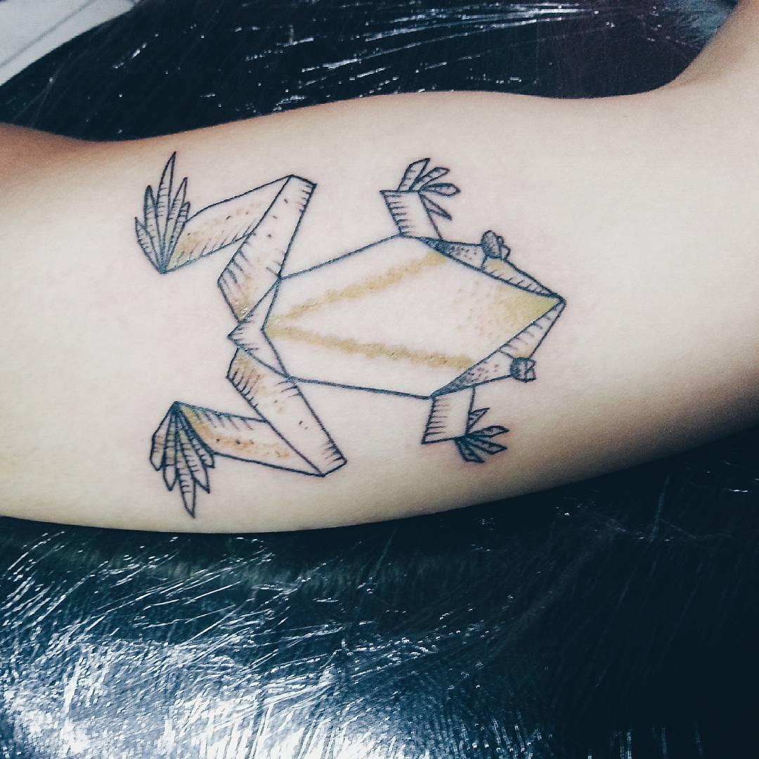 Tatuaje de una rana origami