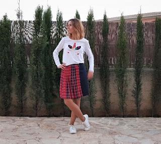 Camiseta unicornio y falda plisada
