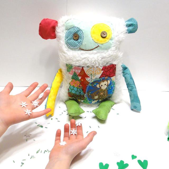 Игрушка подушка в детскую комнату Обезьяна - подарок девочке пяти-шести лет