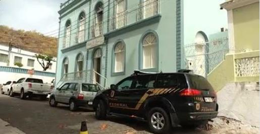 PF faz operação para buscar documentos da gestão da ex-prefeita Mellina Freitas na prefeitura de Piranhas/AL