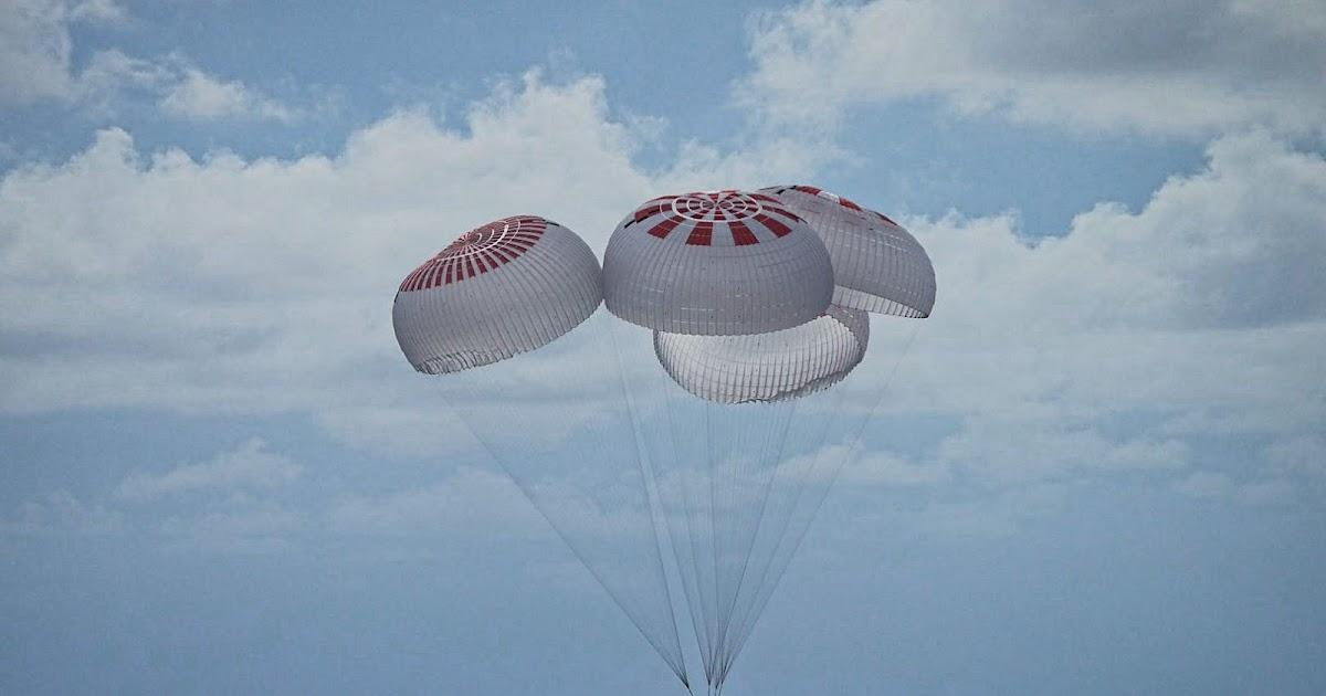 """Inspiration 4, conclusa con uno splendido ammaraggio la prima missione orbitale """"civile"""", replay video by SpaceX!"""