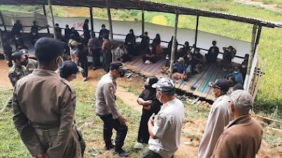 Personil Polres Torut Bersama Satgas Hentikan Pesta Adat di Sesean
