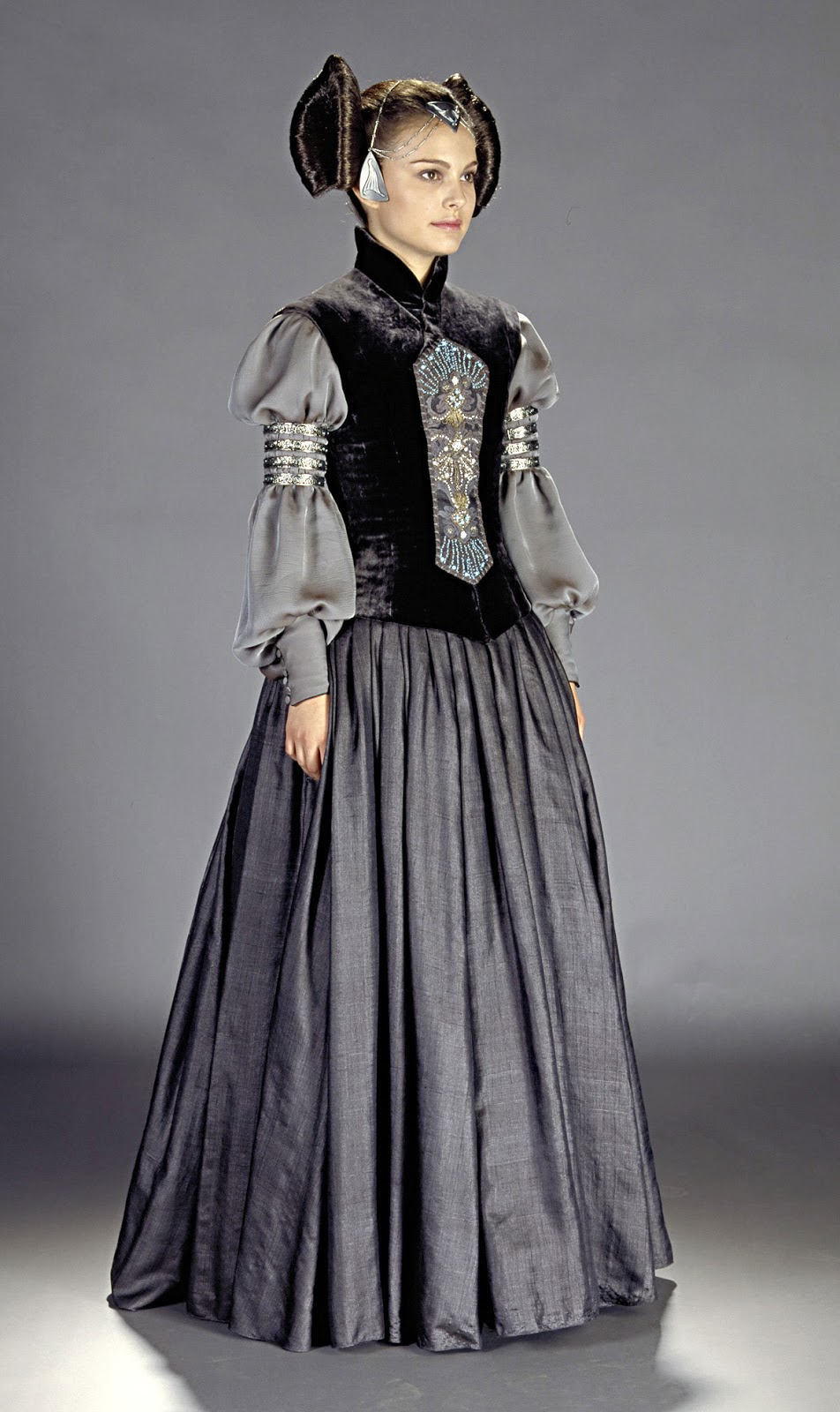 a look into star wars padme 39 s dresses part v. Black Bedroom Furniture Sets. Home Design Ideas