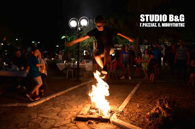 Αναπαράσταση του Κλήδονα στο Τολό με φωτιές, μαντινάδες και χορό