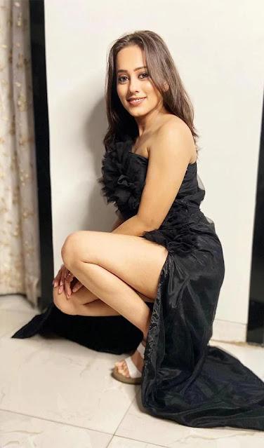 Mere Angne Mein TV Serial Actress Krutika Desai Khan Latest Stills in Black Dress Navel Queens