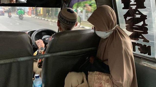 Kakek 74 Tahun di Cimahi Narik Angkot, Sementara Si Nenek Setia Menemani
