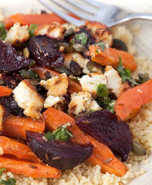Salata de cous-cous cu sfecla rosie, feta si morcovi