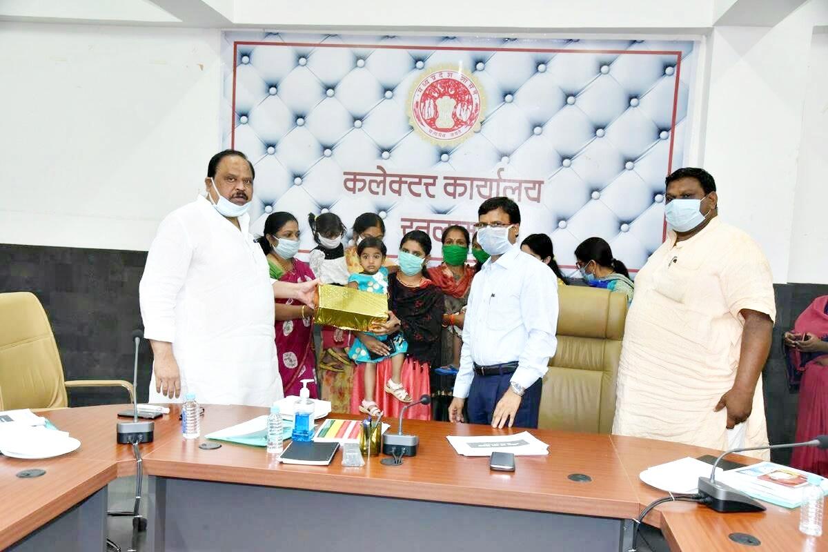 Ratlam News- चैतन्य काश्यप फाउंडेशन कुपोषित बच्चों को कुपोषण मुक्त करने के लिए मदद सतत जारी रखेगा -  विधायक श्री काश्यप