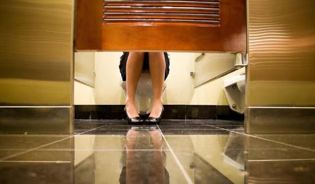 Mette telecamera nascosta nel bagno riservato alle colleghe, Sindaco nei guai