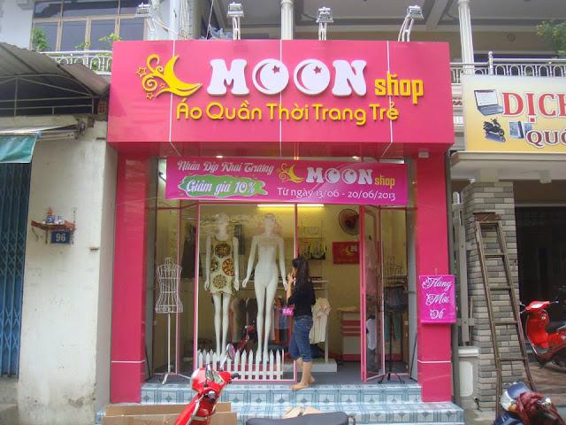 Bảng hiệu shop quần áo Moon